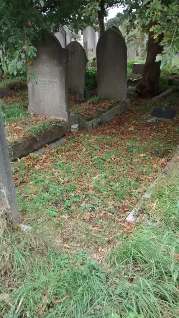 Grave1b