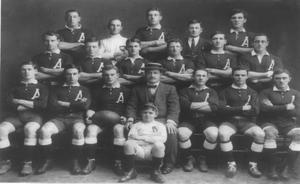1914 Australia team. Wallach is back row, centre. Credit the Rugby Australia Archives