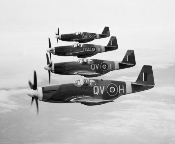 Mustang_IIIs_19_Sqn_RAF_in_flight_April_1944
